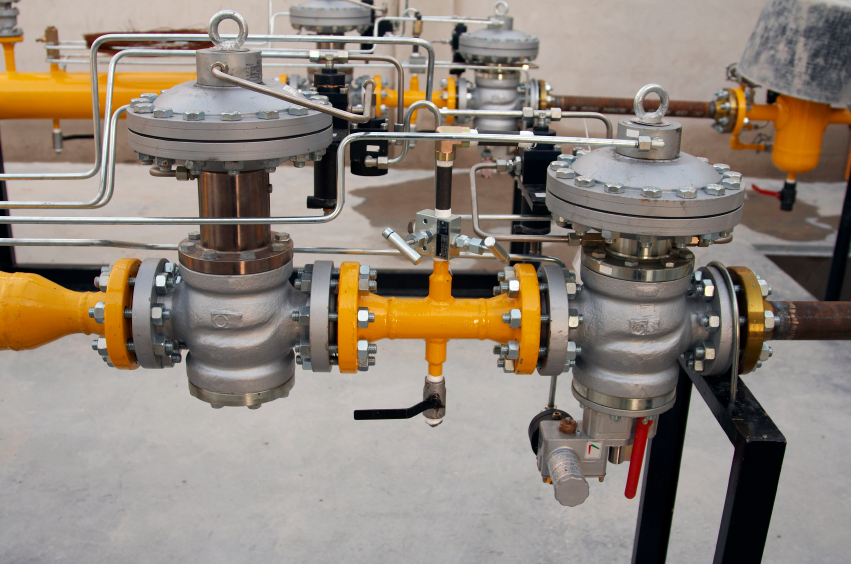 Valves to diminish and regulate the natural gas pressure